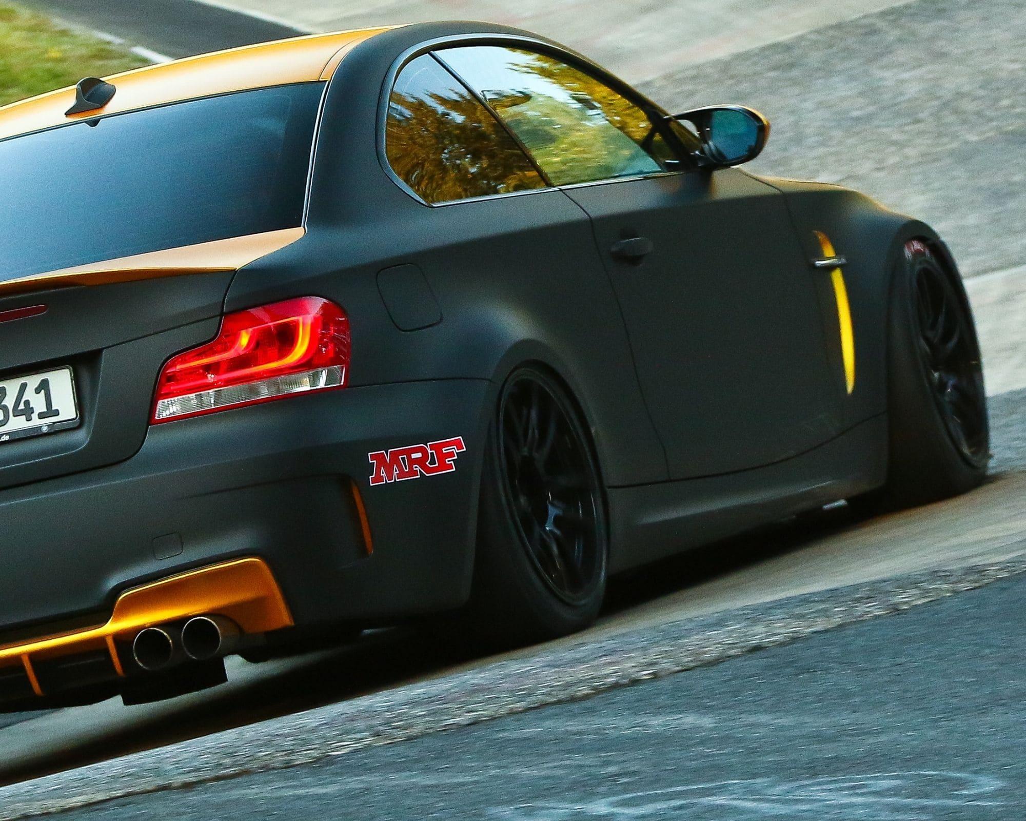 BMW M1 mit Semi Slicks eingangs Karussell/Nordschleife